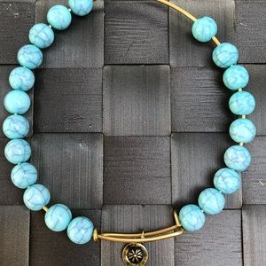 Jewelry - Pretty gold/turquoise bracelet